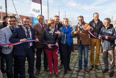 Luc LEMONNIER, le maire du Havre, coupe le ruban lors de l'inauguration de la Transat Jacques Vabre, aux côtés du Premier Ministre Edouard PHILIPPE