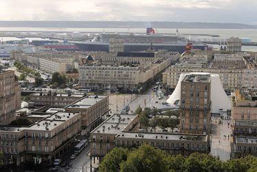 hôtel de ville - paquebot - vue de la tour - Notre-dame - port