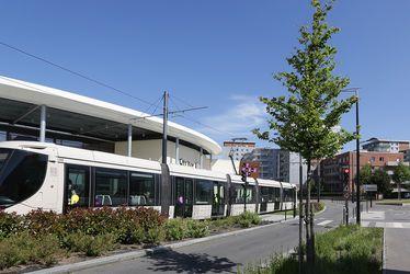 Le tramway dessert un important pôle d'activités économiques et commerciales