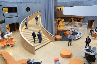 L'Atrium de la bibliothèque Oscar Niemeyer