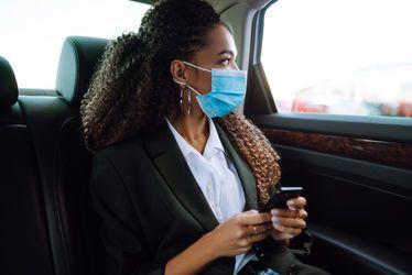 femme-covid-transport-soignants-lia.jpg