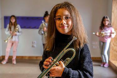 Ilyana, élève au Pôle Molière, étudie la trompette dans le cadre du projet Démos