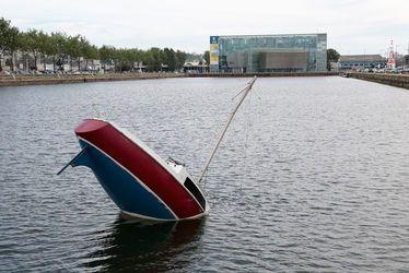 Love, love - la bien étrange embarcation de Julien Berthier dans le bassin Vauban du Havre