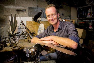 """Olivier Sorel, Une chaine my art : """"Je crée à partir d'outils, objets ou matériaux en métal destinés à être jetés"""""""