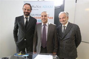 Redha Boudjema, directeur PlaNet ADAM Le Havre, a fêté le premier anniversaire de l'antenne aux côtés d'Édouard Philippe, maire du Havre, et de Jacques Attali, fondateur et président de Positiv Planet