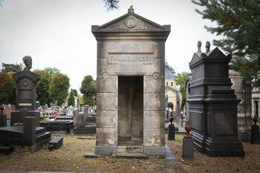 Neuf chapelles abandonnées du cimetière Sainte-Marie proposées à la vente aux particuliers