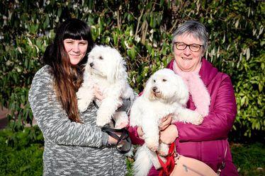 Isabelle et Léa, intervenantes en médiation animale