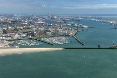 Vue ville, port, port de plaisance, mer, plage