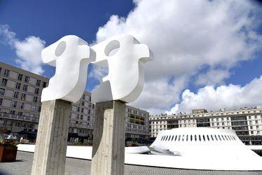 La sculpture restaurée des Oiseaux réinstallée près du Volcan
