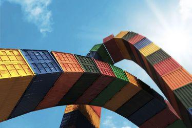 'Catène de containers' : deux arches monumentales entrelacées entre ville et port