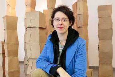 Claire Le Breton, plasticienne, donne une seconde vie aux cartons