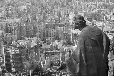 Ruines de Dresde bombardée, 1945