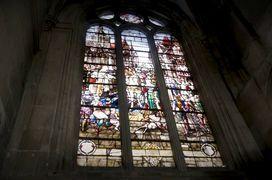 Dépose et restauration du vitrail Henry IV de la Cathédrale Notre-Dame