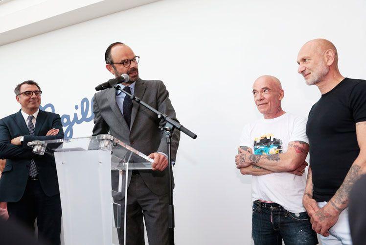 """Le Premier ministre Edouard PHILIPPE, aux côtés des artistes Pierre et Gilles, pour l'inauguration de l'exposition """"Clair-Obscur"""""""