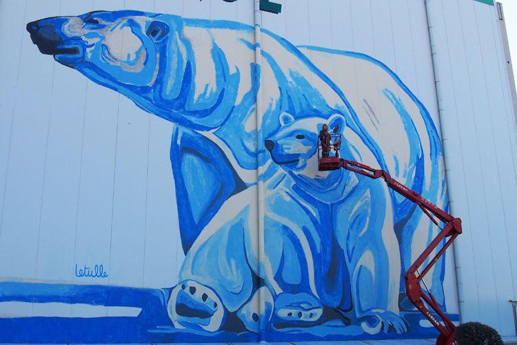 Une fresque murale représentant deux ours polaires colore désormais la façade des entrepôts frigorifiques du groupe Condigel, sur la zone industrielle