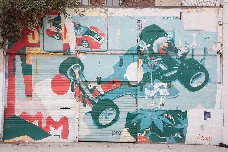 Le duo Velvet & Zoer a réalisé ce collage sur un site symbolique du renouveau du centre ancien, à l'occasion d'un vide-grenier.