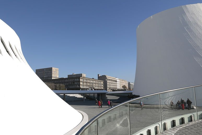 La bibliothèque Oscar Niemeyer et Le Volcan, scène national, au cœur de la dynamique de l'Espace Niemeyer rénové