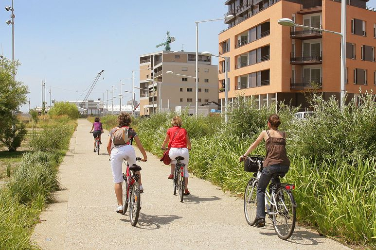 Balade à vélo le long du jardin fluvial