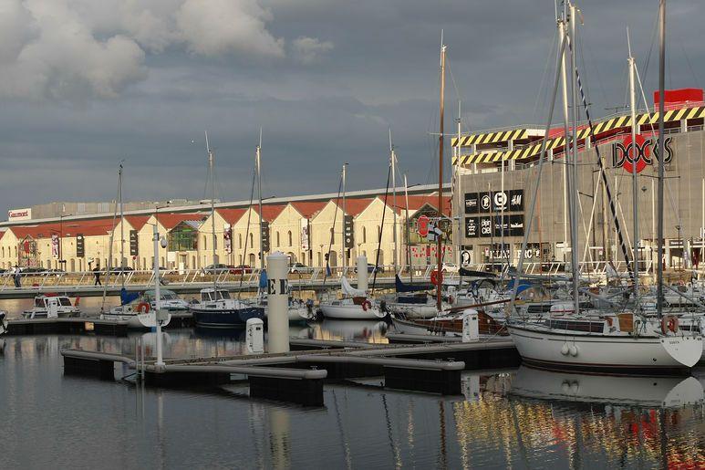 Port Vauban, port de plaisance en cœur de ville, et le centre commercial des Docks Vauban ont contribué à redonner attractivité et dynamisme au quartier