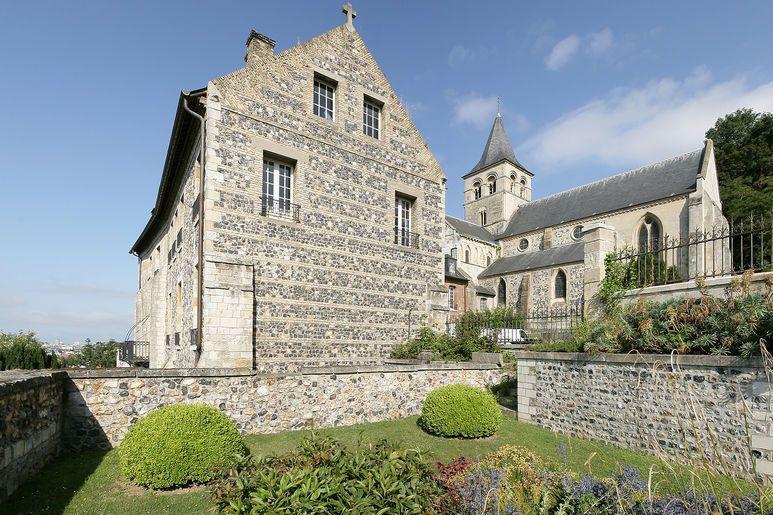 L'Abbaye de Graville et son cimetière romantique, témoignage d'un héritage historique et patrimonial unique