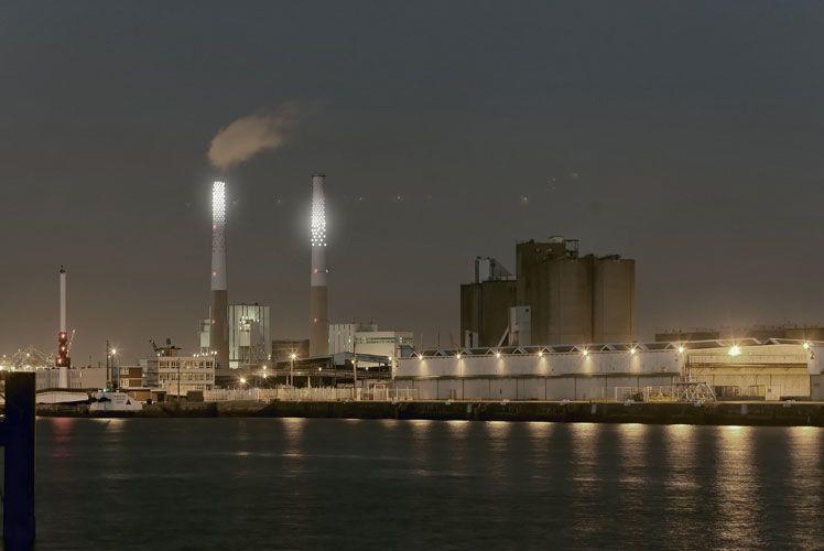 Pour Un Été au Havre, Vénus et Mars illuminent les cheminées de la centrale thermique EDF