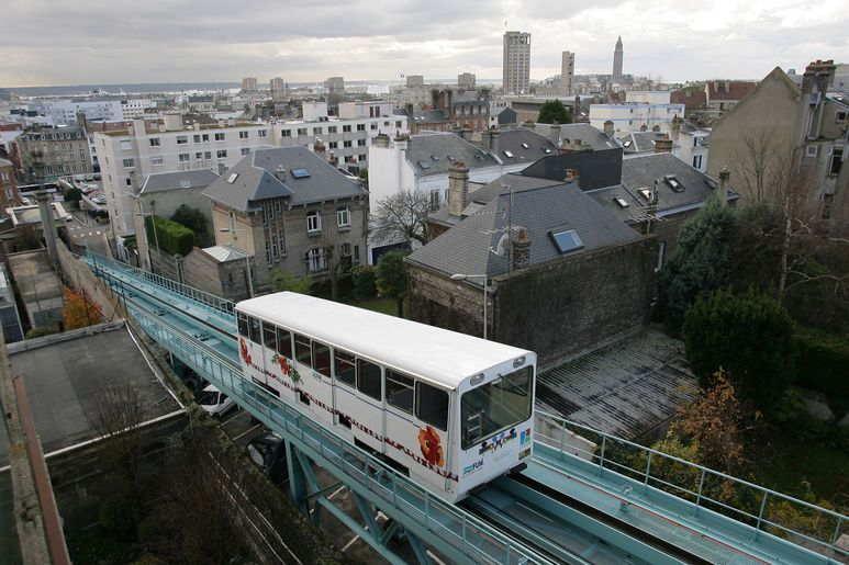 Le funiculaire relie ville basse et ville haute et offre aux passagers une vue imprenable sur la ville
