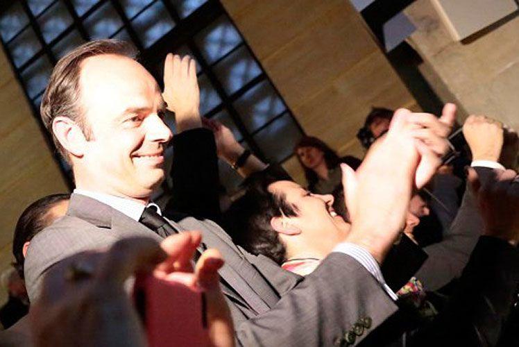 Édouard PHILIPPE, élu maire du Havre au 1er tour des municipales, partage sa victoire avec ses soutiens