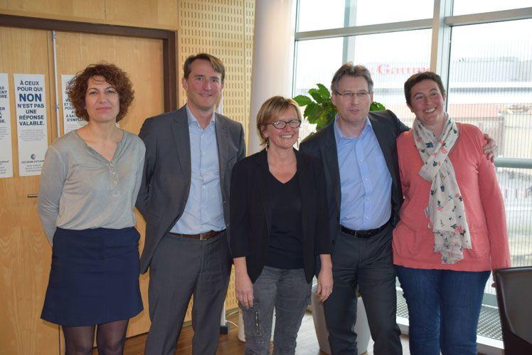 Les membres fondateurs du Club TPE-PME 2017 (de gauche à droite ) : Sophie Szklarek (Elevaction), François Brabant (Distillerie Hauguel), Léa Lassarat, présidente de la CCI Seine Estuaire, Guillaume Milert (Ceacom), Fabienne Delafosse, présidente du Club