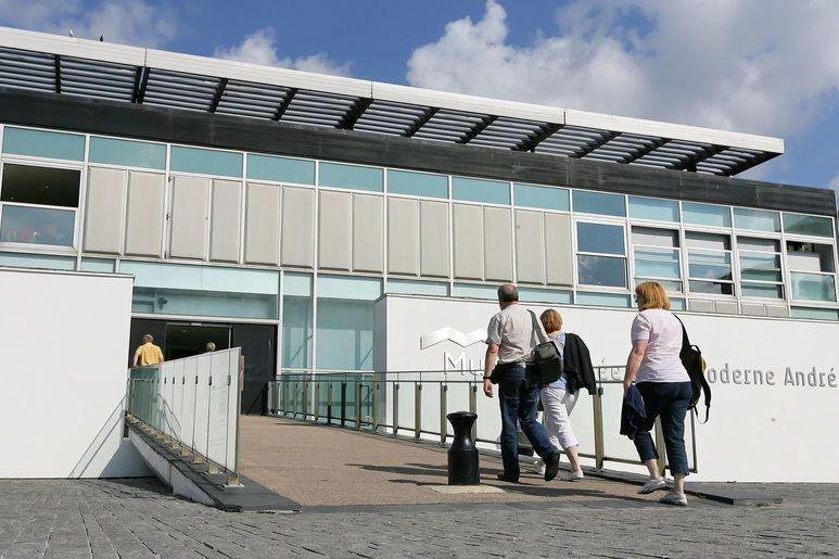 Le MuMa - Musée d'Art moderne André Malraux - offre une architecture dédiée à l'espace et à la lumière, accueillant l'une des plus importantes collections impressionnistes de France