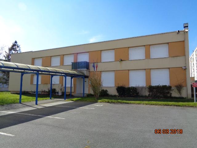 Bureaux, logements et garages, situés au 10, allée Georges Politzer
