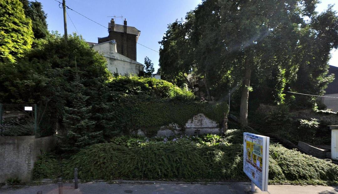 Offres immobilières - Terrain nu destiné à la construction d'une habitation, situé au 24, rue Bellevue